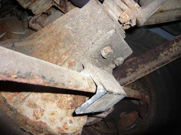 51 Bracket on diff around steering arm a.JPG