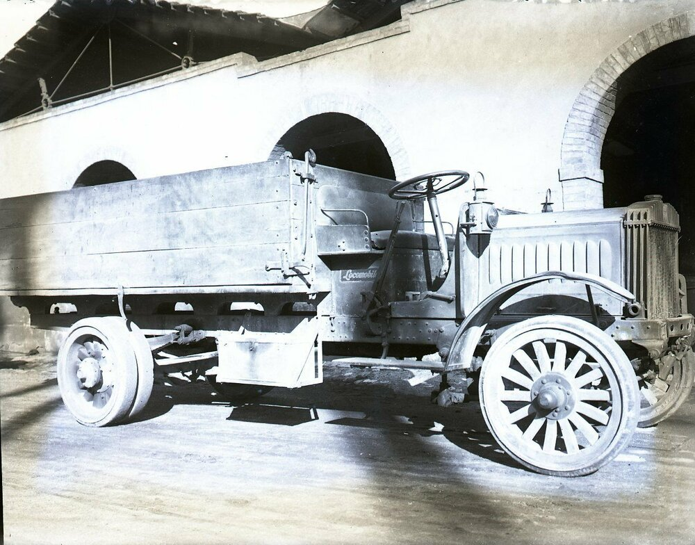 Locomobile.jpg