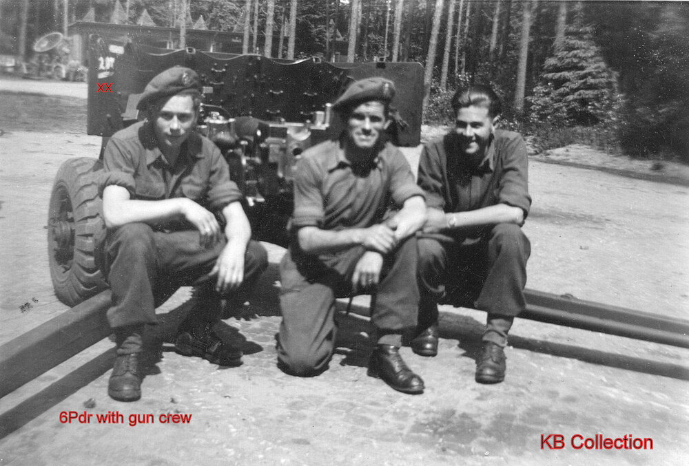 Dorset Regiment 6Pdr AT Gun 1945. photo gun crew. photo.2 kb.jpg