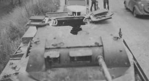 Panzer_I_with_damaged_turret_France_1940.jpg.398be1e17909cb58db03038037e85d6d.jpg
